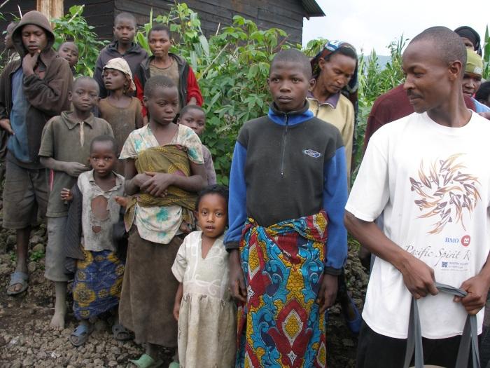 Comunidade em Kanembwe, Ruanda   thelifeyoucansave.org